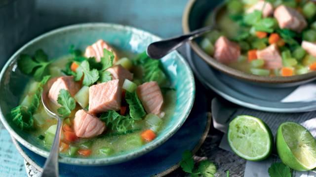 Soupe de saumon, chou et pommes de terre