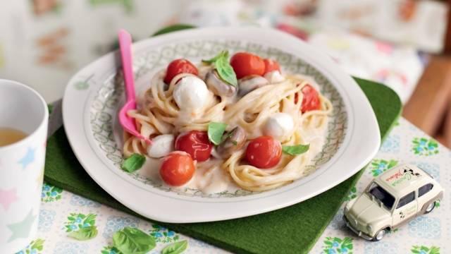Spaghetti à la crème, tomates et mozzarella