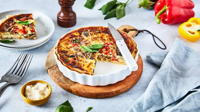 Tarte fine de légumes grillés, parmesan et basilic