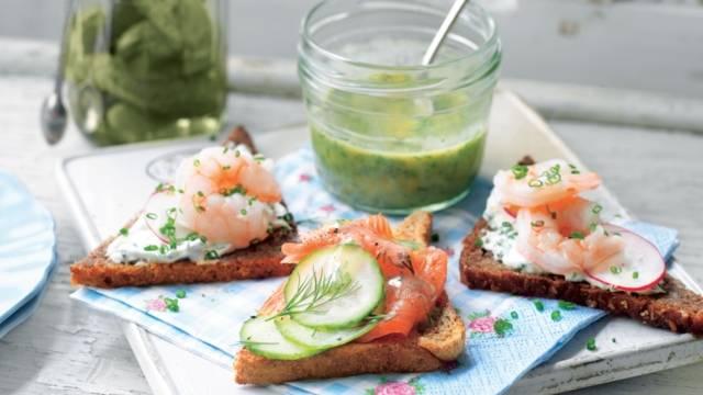 "Tartine Danoise ""Smörrebröd"" aux crevettes et saumon"