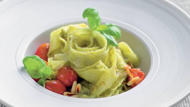 Tagliatelles au pesto et olives