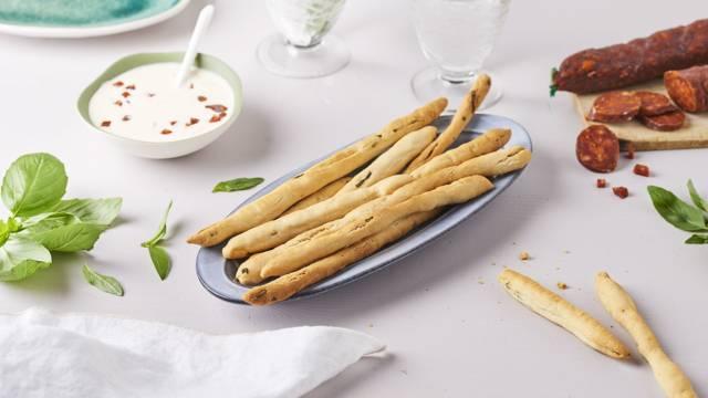 Gressinis basilic et chorizo et crème de parmesan