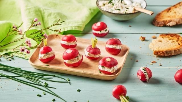 Mini burgers de radis farcis au fromage à l'ail
