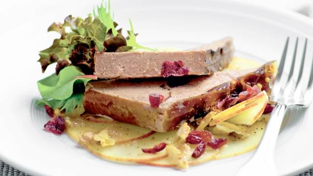 Terrine de foie gras sur carpaccio de pommes