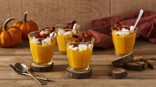 Verrine crème de potimarron, chèvre frais et bacon