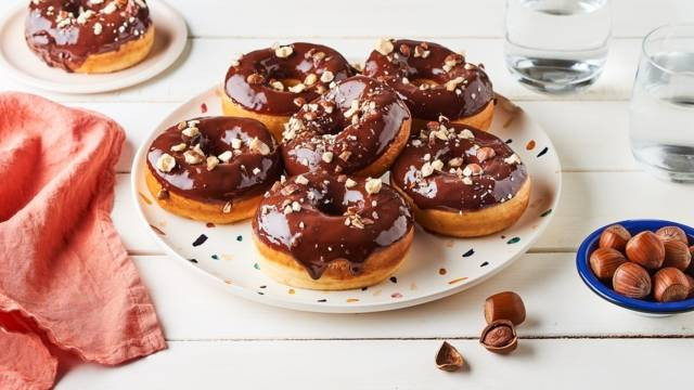 Donuts vanille et glaçage chocolat