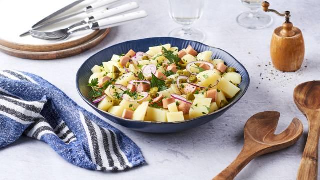 Salade de pommes de terre et knacks alsaciennes