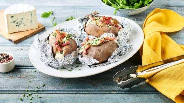 Pommes de terre en papillote au bleu d'auvergne et lardons