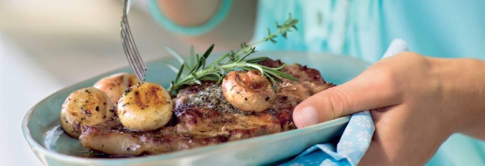 Côtes de porc au thym et aux champignons