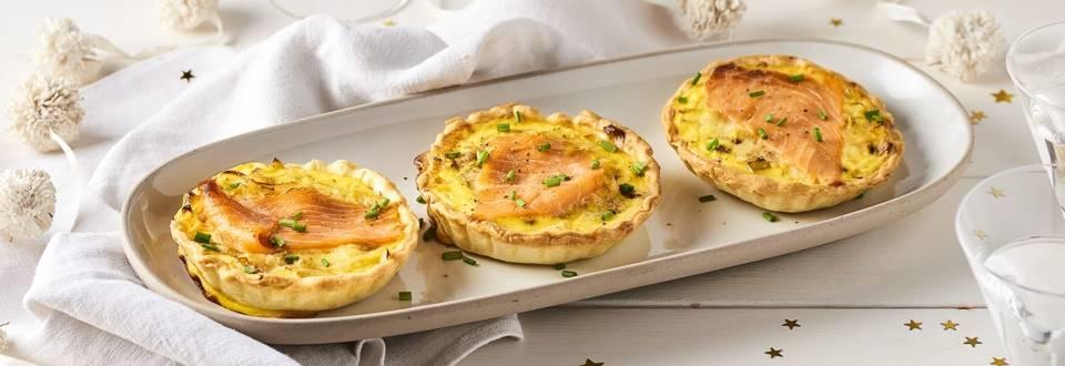 Tartelettes au saumon fumé, poireaux et vin blanc