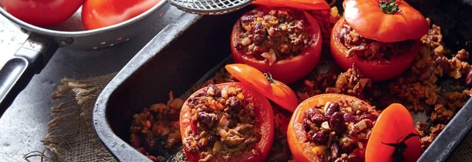 Tomates farcies à la viande hachée et haricots