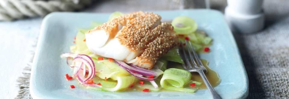 Cabillaud rôti au sésame et salade de concombres à l'asiatique