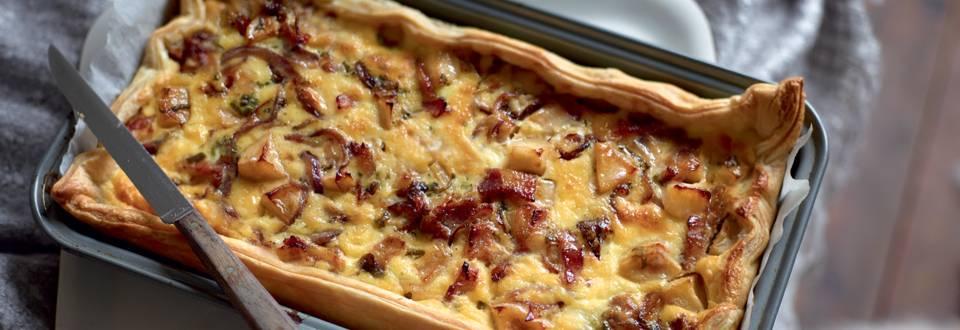 Tarte à l'oignon, aux pommes et au lard