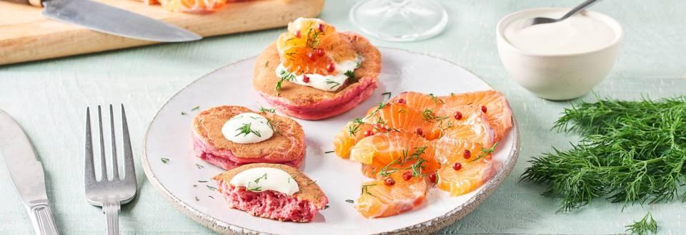 Blinis rose à la betterave, crème aneth et saumon gravlax