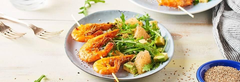 Brochettes de crevettes au curcuma et sésame