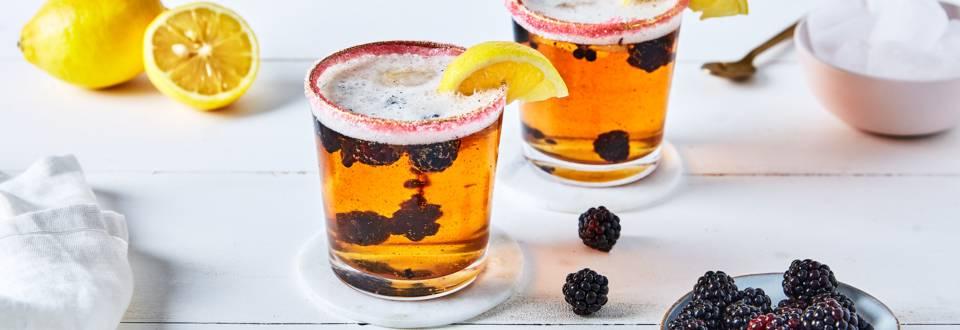Cocktail à la bière, mûre, citron et gin