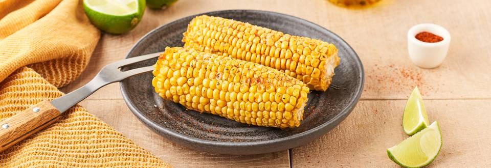 Épis de maïs grillés au citron vert en barbecue