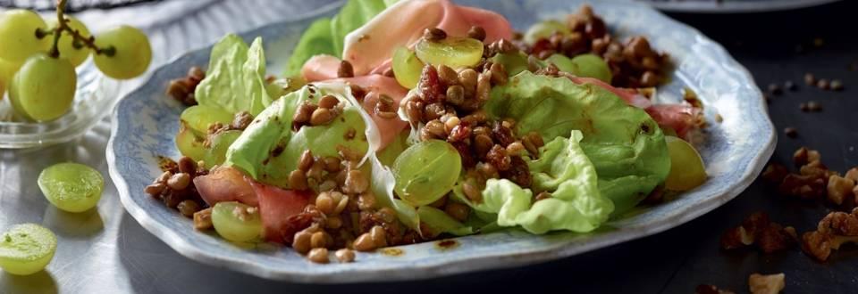 Salade de lentilles, raisin et jambon cru
