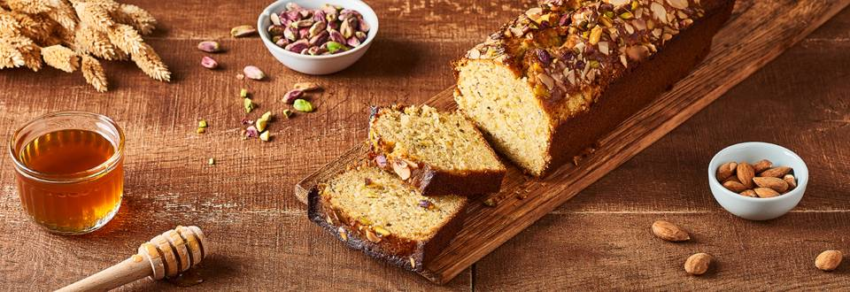 Cake miel, pistaches et amandes