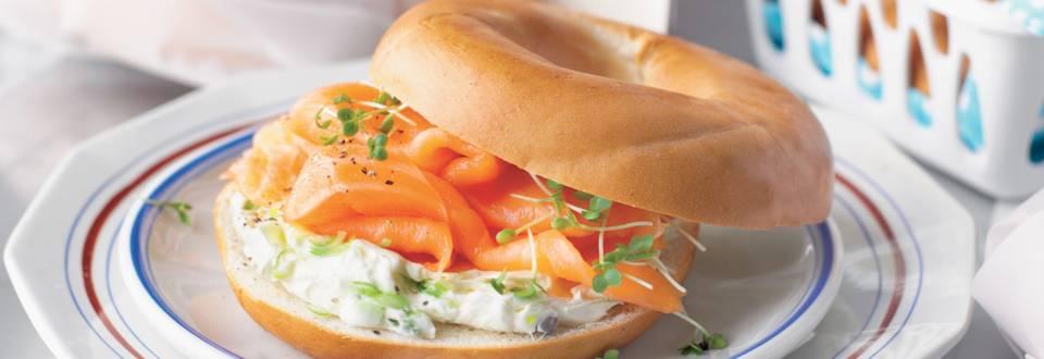 Bagel au saumon et chèvre frais