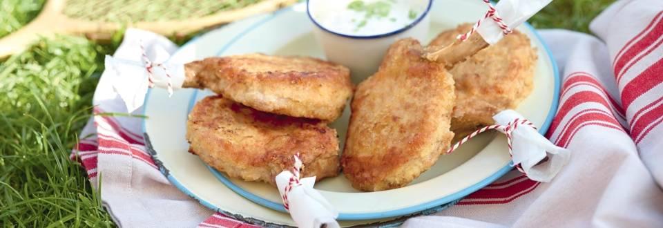 Côtelettes de porc panées, sauce aux concombres