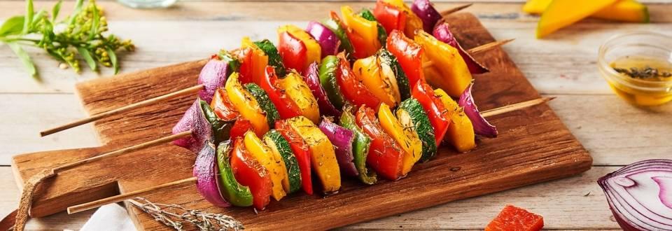 Brochettes arc-en-ciel de légumes