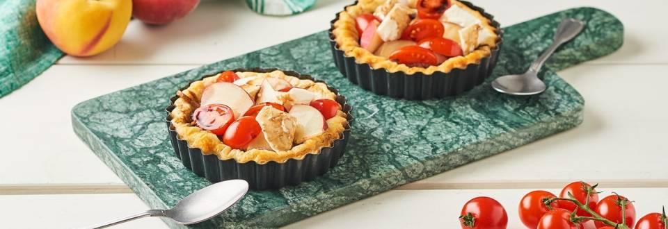 Mini tartelettes de tomates, pêches et mozzarella