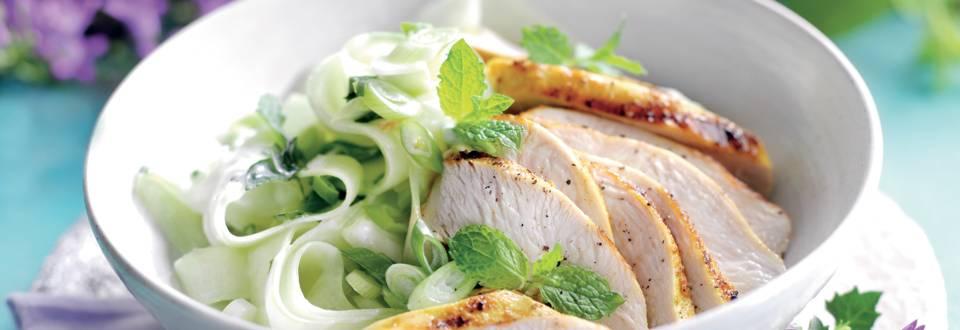 Salade de concombres au poulet