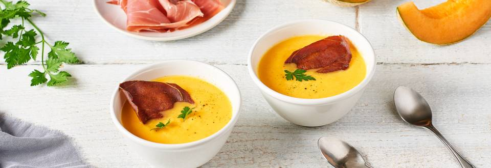 Soupe froide de melon et chips de jambon