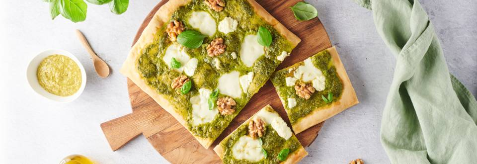 Pizza au pesto, chèvre & mozza