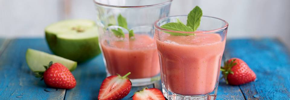 Smoothie pomme-fraise-menthe