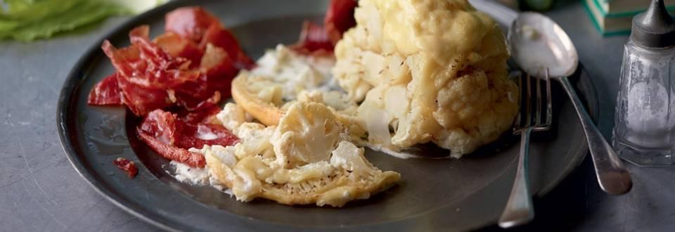 Chou-fleur au four, chips de jambon
