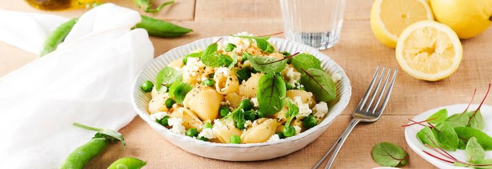 Salade de pâtes, petits pois, feta, menthe et citron