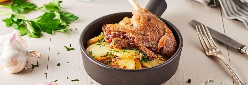 Confit de canard et pommes de terre à l'ail