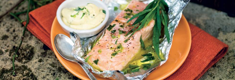 Saumon mariné à l'estragon, sauce à la moutarde