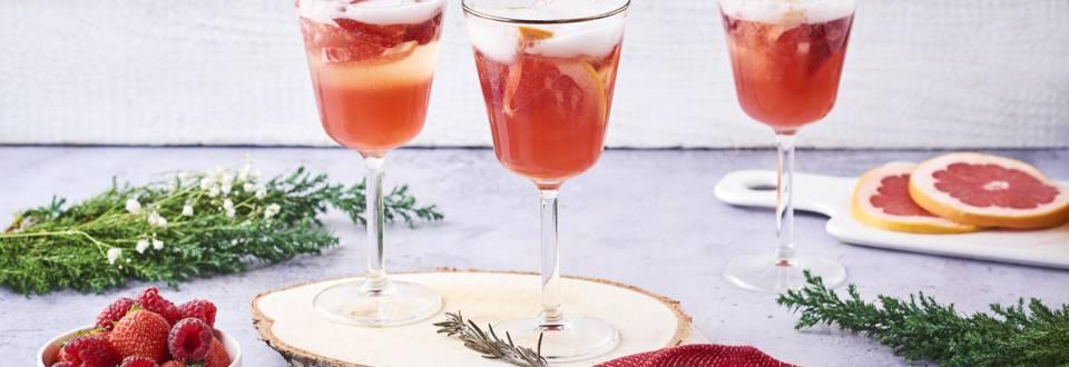 Cocktail de champagne au sirop de fruits rouges et pamplemousse