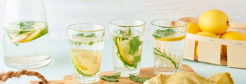 Eau détox au concombre, citron et gingembre