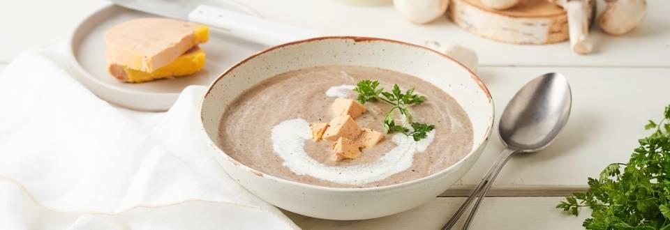 Soupe de champignons et dés de foie gras