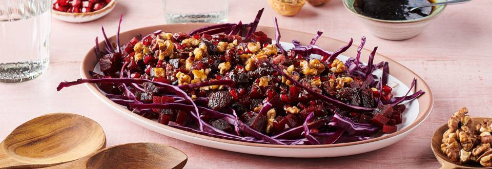 Salade d'hiver, chou rouge, betterave et grenade