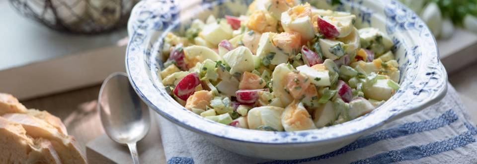 Salade composée aux œufs et mayonnaise maison herbes