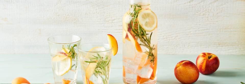 Eau detox nectarine, abricot et romarin
