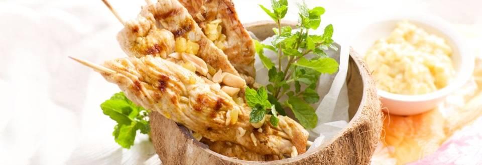 Brochettes de dinde au saté, marinade au curry et à l'ananas