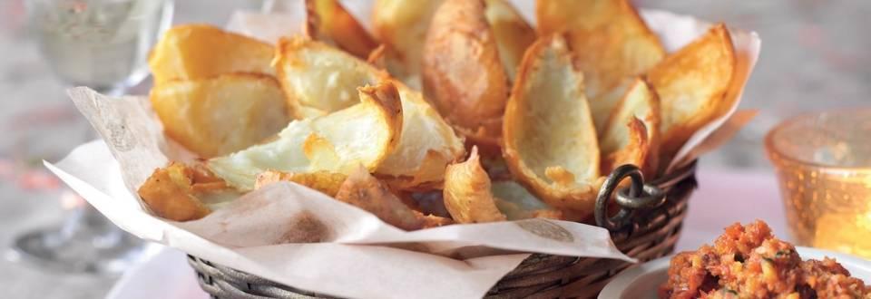 Chips de peau de pomme de terre, sauce au poivron