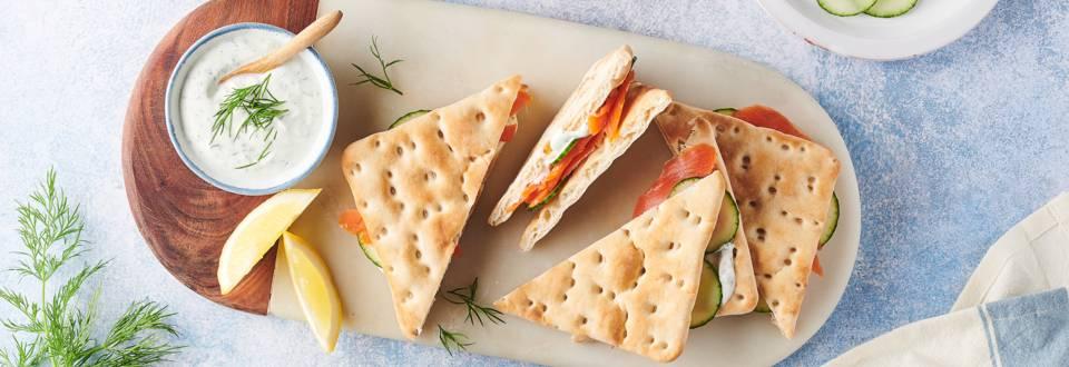 Sandwich suédois au saumon fumé