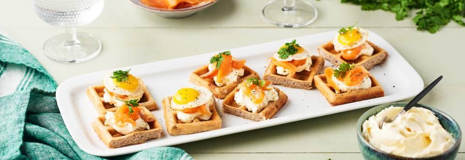 Mini gaufres apéritives : œufs de caille et truite fumée