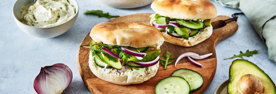 Green bagel : avocat, comcombre et boursin