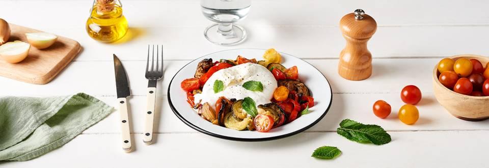 Légumes d'été au four, burrata et menthe