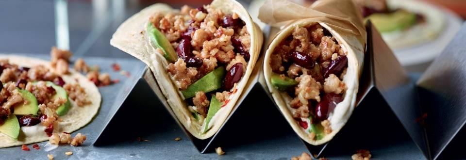Burritos à la saucisse, haricots et avocat
