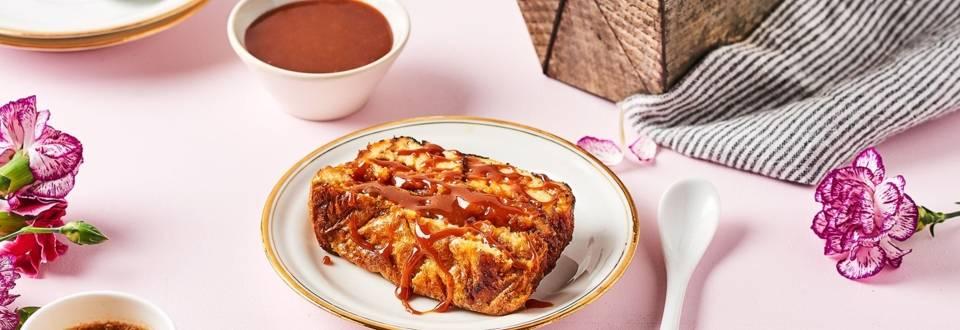 Gâteau de brioche perdue au caramel