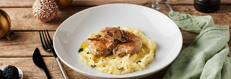 Escalopes de foie gras poêlées et purée à la truffe